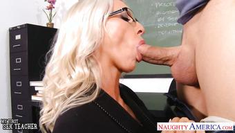 Emma Starr в роли похотливой преподавательницы