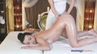 Лесбийский секс в массажном салоне