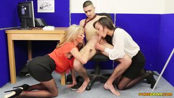 Сладенькие девушки умело сосут член в офисе
