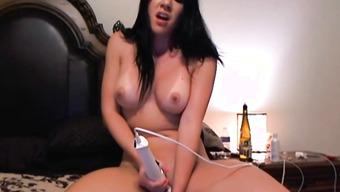 Домашняя мастурбация электрическим вибратором