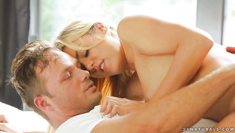 Приятное вагинальное соитие с миленькой блондинкой