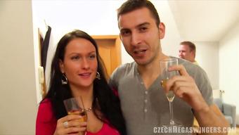 Пьяные девушки отдаются парням на хате