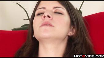 Студентка по мастурбировала вагинальную дырочку